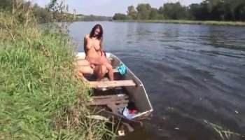 Horny hot babe Faina getting wet and wild